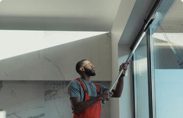 lave vitre, nettoyage vitre et sol, femme de menage